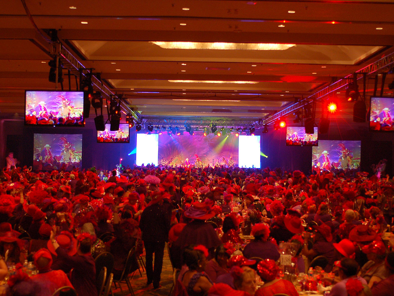 Red-Hat-NO---Stage-with-Video-Monitors